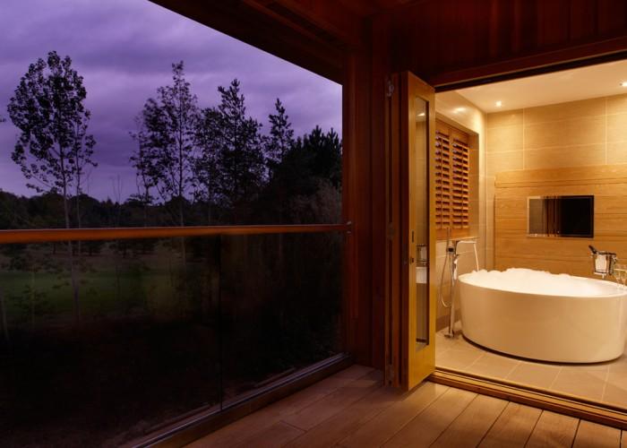 Spa-Suites-Bathroom-09